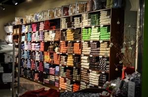 scaffale magazzino abbigliamento